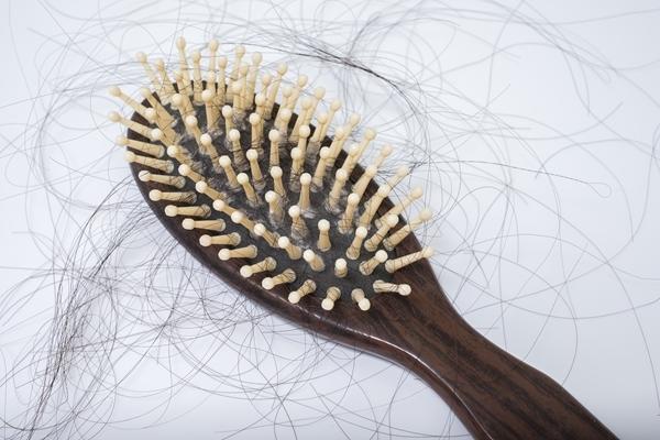 中年女性が抱える抜け毛の悩み~知っておきたい女性の抜け毛対策